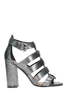 Julie Dee-Sandali in pelle grigio metal